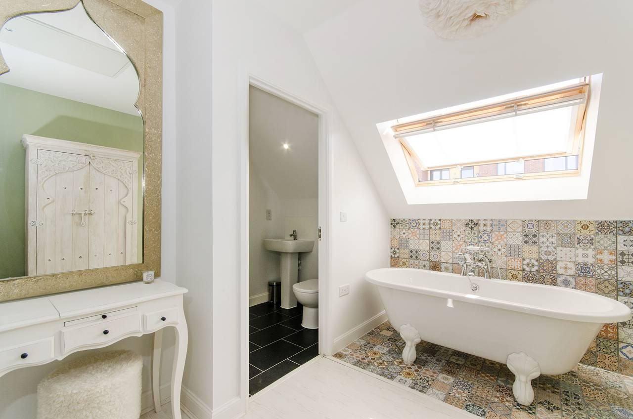 statement-bath, contemporary, white
