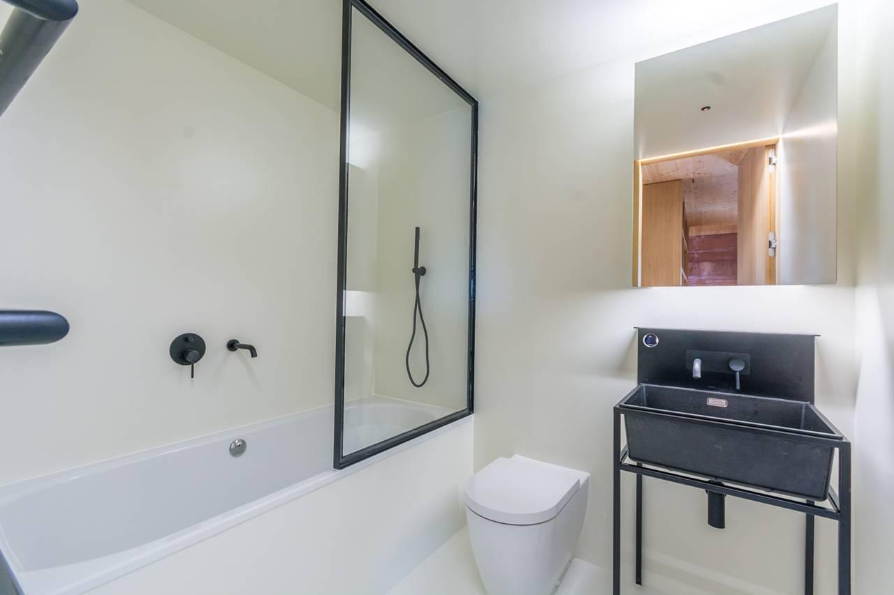 hotel-chic, contemporary, white