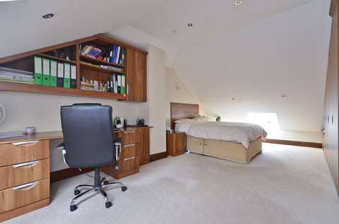 <b>Fifth Bedroom</b><span class='dims'> 24&#39; x 12&#39;5 (7.32 x 3.78m)</span>