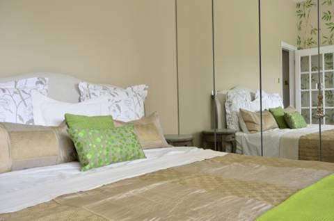 <b>Third Bedroom</b><span class='dims'> 15&#39; x 10&#39; (4.57 x 3.05m)</span>