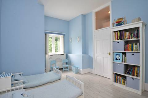 <b>Second Bedroom</b><span class='dims'> 14&#39;6 x 10&#39;8 (4.42 x 3.25m)</span>