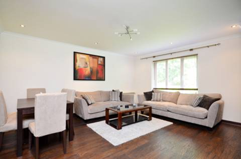 House for sale in Kew with Foxtons