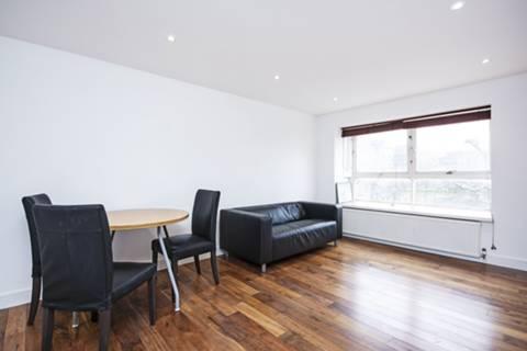 <b>Reception Room/Kitchen</b><span class='dims'> 28'1 x 11'7 (8.56 x 3.53m)</span>