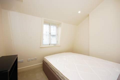 <b>Second Bedroom</b><span class='dims'> 9'8 x 7'10 (2.95 x 2.39m)</span>