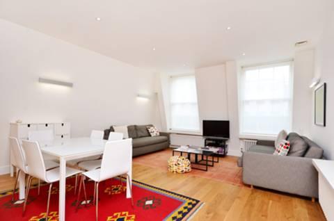 <b>Reception Room/Kitchen</b><span class='dims'> 20'8 x 14'7 (6.30 x 4.44m)</span>