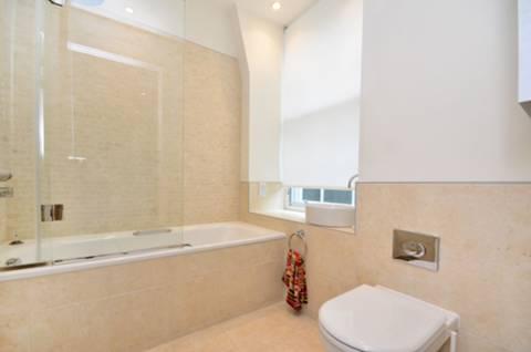 <b>En Suite Bathroom</b><span class='dims'> 7'3 x 7'3 (2.21 x 2.21m)</span>