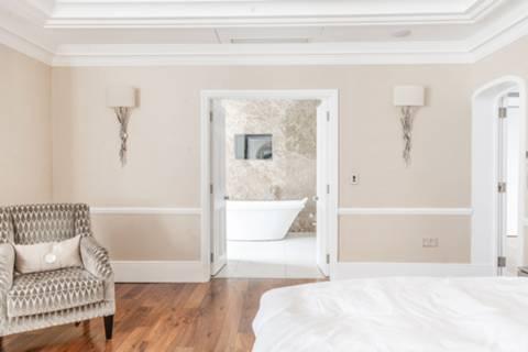 <b>Third En Suite Bathroom</b><span class='dims'> 8 x 6&#39;5 (2.44 x 1.96m)</span>