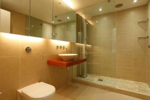 <b>En Suite Shower Room</b><span class='dims'> 8&#39;9 x 6&#39;3 (2.67 x 1.91m)</span>
