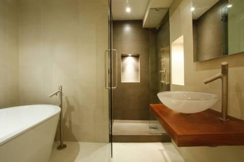 <b>Bathroom</b><span class='dims'> 9&#39; x 7&#39;9 (2.74 x 2.36m)</span>