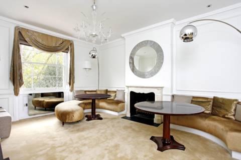 <b>First Reception Room</b><span class='dims'></span>