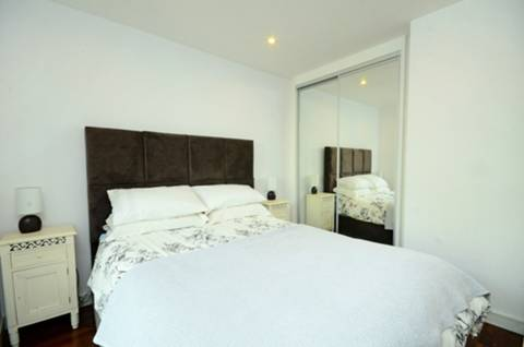 <b>Bedroom</b><span class='dims'> 12'1 x 12' (3.68 x 3.66m)</span>