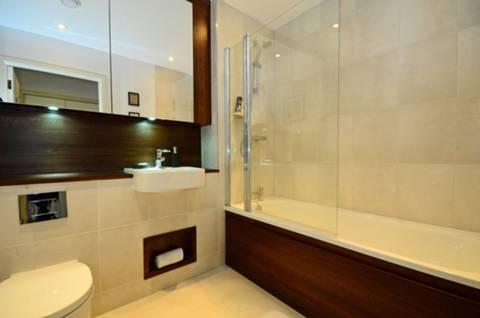 <b>Bathroom</b><span class='dims'> 7'8 x 6'6 (2.34 x 1.98m)</span>