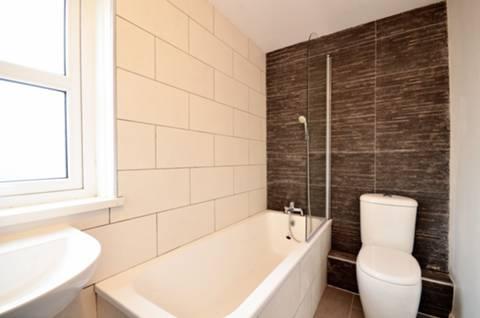 <b>Bathroom</b><span class='dims'> 8&#39;1 x 4&#39;10 (2.46 x 1.47m)</span>