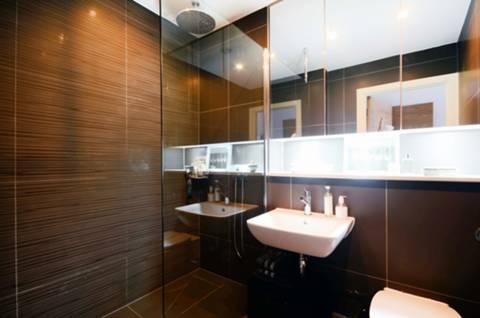 En Suite Shower Room in TW11