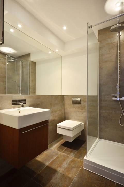 <b>Second En Suite Shower Room</b><span class='dims'></span>