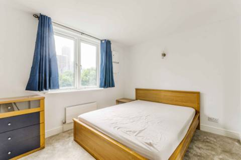 <b>Master Bedroom</b><span class='dims'> 11&#39;2 x 11&#39; (3.40 x 3.35m)</span>