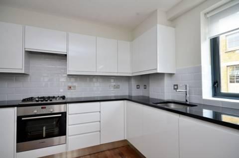<b>Reception Room/Kitchen</b><span class='dims'> 24'5 x 12'11 (7.44 x 3.94m)</span>