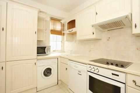 <b>Kitchen</b><span class='dims'> 8' x 7'9 (2.44 x 2.36m)</span>