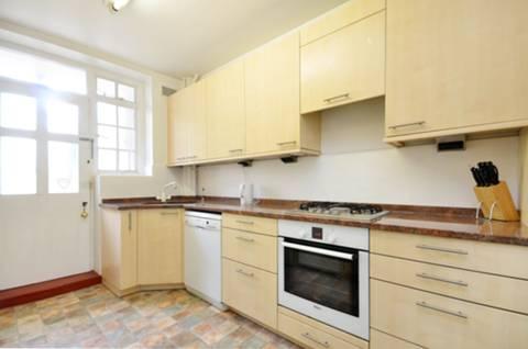 <b>Kitchen</b><span class='dims'> 12'11 x 8'4 (3.94 x 2.54m)</span>