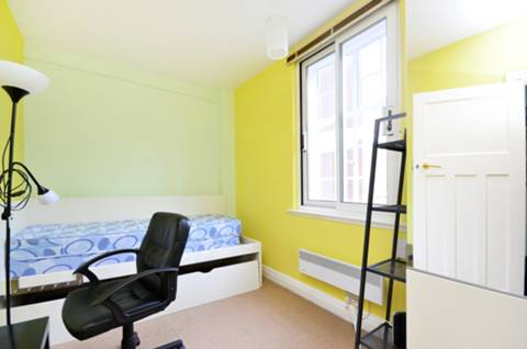 <b>Second Bedroom</b><span class='dims'> 12'8 x 8'2 (3.86 x 2.49m)</span>