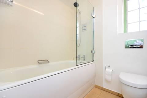 <b>Bathroom</b><span class='dims'> 9'11 x 6'11 (3.02 x 2.11m)</span>