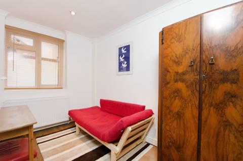 <b>Second Bedroom</b><span class='dims'> 10'10 x 6'7 (3.30 x 2.01m)</span>