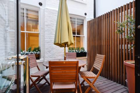 Patio in W1J