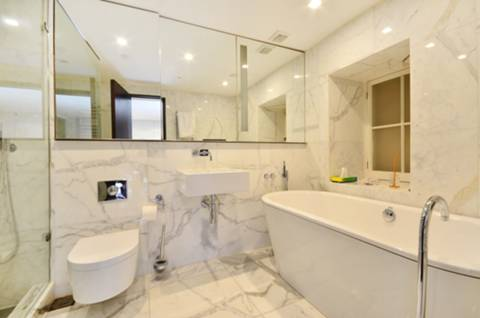 En Suite Bathroom in W1J