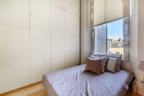 <b>Master Bedroom</b><span class='dims'> 19'5 x 11'4 (5.92 x 3.45m)</span>