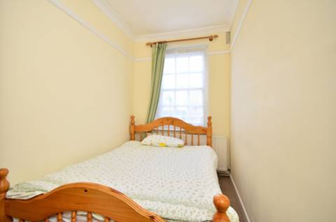 <b>Third Bedroom</b><span class='dims'> 10'6 x 5'10 (3.20 x 1.78m)</span>