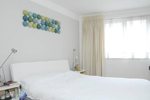 <b>Bedroom</b><span class='dims'> 15'3 x 8'6 (4.65 x 2.59m)</span>