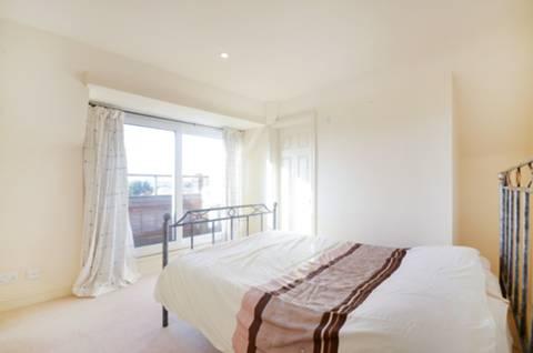 <b>Master Bedroom</b><span class='dims'> 10'6 x 9'3  (3.20 x 2.82m)</span>