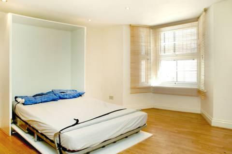<b>Studio Room</b><span class='dims'> 11&#39;9 x 11&#39;9 (3.58 x 3.58m)</span>