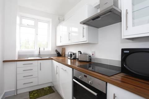 <b>Kitchen</b><span class='dims'> 12' x 6' (3.66 x 1.83m)</span>