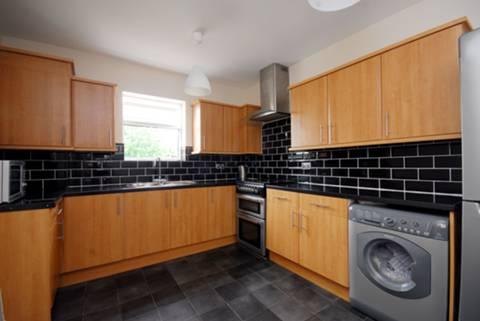 <b>Kitchen</b><span class='dims'> 12&#39;4 x 10&#39;3 (3.76 x 3.12m)</span>
