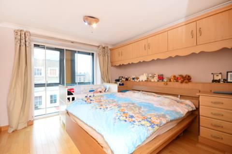 <b>Bedroom</b><span class='dims'> 16&#39;9 x 11&#39;3 (5.11 x 3.43m)</span>