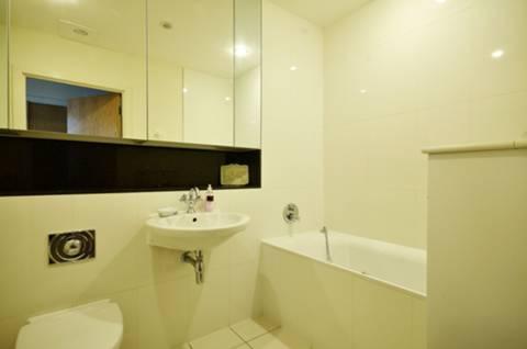 <b>Bathroom</b><span class='dims'> 8&#39; x 6&#39;9 (2.44 x 2.06m)</span>