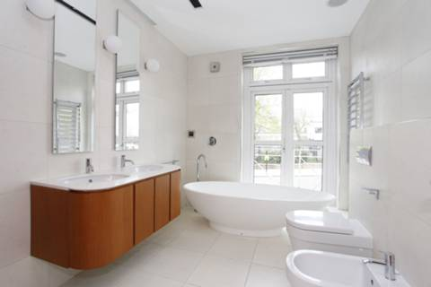 First En Suite Bathroom in NW8