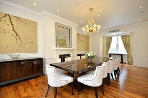 <b>Dining Room</b><span class='dims'> 28&#39;11 x 14&#39;8 (8.81 x 4.47m)</span>