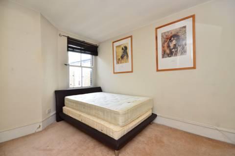 <b>Master Bedroom</b><span class='dims'> 13' x 12' (3.96 x 3.66m)</span>