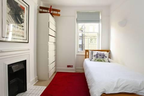 <b>Second Bedroom</b><span class='dims'> 10'1 x 9'2 (3.07 x 2.79m)</span>