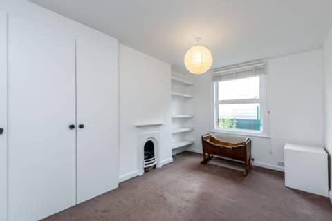 <b>Fourth Bedroom</b><span class='dims'> 10&#39;5 x 7&#39;11 (3.17 x 2.41m)</span>