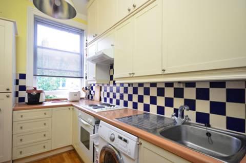 <b>Kitchen</b><span class='dims'> 10'3 x 6'8 (3.12 x 2.03m)</span>