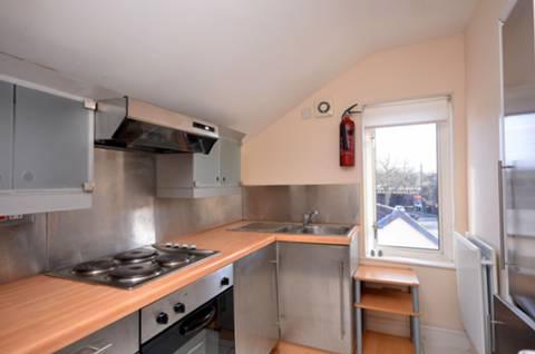 <b>Kitchen</b><span class='dims'> 7'9 x 6'2 (2.36 x 1.88m)</span>