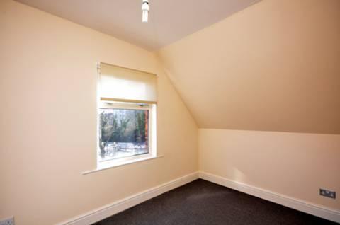<b>Second Bedroom</b><span class='dims'> 11'9 x 7'2 (3.58 x 2.18m)</span>