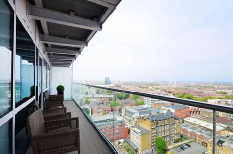 <b>Balcony</b><span class='dims'> 28&#39;11 x 4&#39;5 (8.81 x 1.35m)</span>