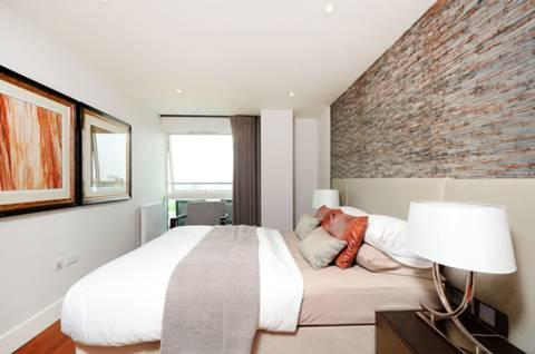 <b>Second Bedroom</b><span class='dims'> 18&#39;7 x 9&#39;2 (5.66 x 2.79m)</span>