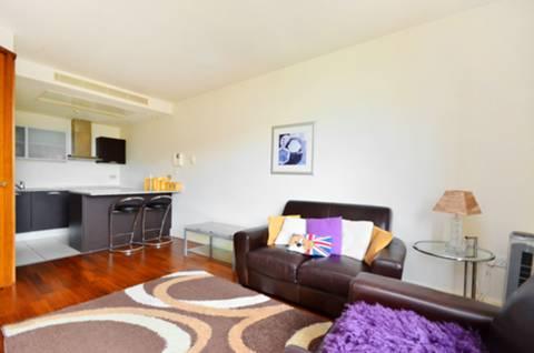 <b>Reception Room/Kitchen</b><span class='dims'> 23'4 x 12' (7.11 x 3.66m)</span>