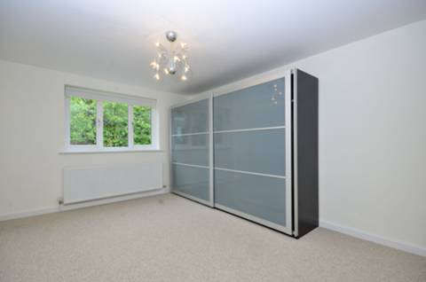 <b>Third Bedroom</b><span class='dims'> 14'8 x 11'3 (4.47 x 3.43m)</span>