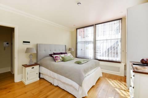 <b>Second Bedroom</b><span class='dims'> 15&#39; x 12&#39;3 (4.57 x 3.73m)</span>